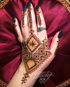 94 Easy Mehndi Designs For Your Gorgeous Henna Look Henna Hand Designs, Mehndi Designs Finger, Bridal Henna Designs, Mehndi Designs For Fingers, Unique Mehndi Designs, Arabic Mehndi Designs, Latest Mehndi Designs, Henna Tattoo Designs, Mehandi Designs