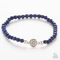 Bonita pulsera de lapislázuli y elegante pieza central de plata 925 con circonitas.    Lapislazuli bracelet with elegant 925 silver motif.    maribolabygloria.com
