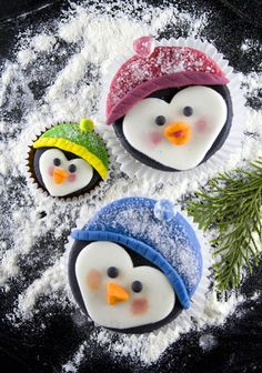 PENGUIN CUPCAKES WITH POWERED SUGAR FOR SNOW!