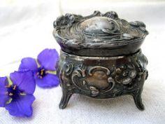 Vintage ring box... Reminds me of my Grandma's