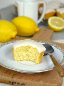 Bizcochitos de limón Cookie Recipes, Snack Recipes, Dessert Recipes, Desserts, Citrus Recipes, Sweet Recipes, Biscocho Recipe, Cupcakes, Cupcake Cakes
