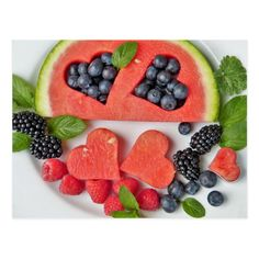Having guests over and want to serve a healthy appetizer, snack tray, or dessert? Here are some amazing & easy summer fruit dishes. Watermelon Fruit, Watermelon Recipes, Comidas Fitness, Healthy Snacks, Healthy Eating, Healthy Fruits, Dinner Healthy, Diet Recipes, Healthy Recipes
