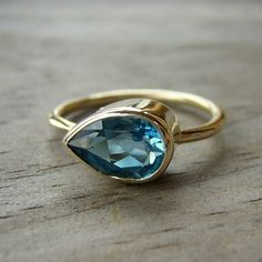London Blue Topaz Sideswept Ring in 14k Yellow Gold