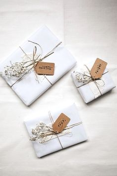 The Perfect Gifts For Your Bridal Party - Gifts for family Present Wrapping, Creative Gift Wrapping, Creative Gifts, Baby Gift Wrapping, Simple Gift Wrapping Ideas, Bridal Gift Wrapping Ideas, Creative Ideas, Elegant Gift Wrapping, Diy Wrapping