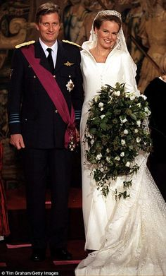 26-year-old Mathilde d'Udekem d'Acoz chose Edouard Vermeulen for her December 1999 wedding to Prince Philippe, now King, of the Belgians