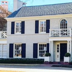 Dallas house Photo by Christina Dandar of The Potted Boxwood 2 Stucco Homes, Stucco Exterior, Exterior Design, Stucco House Colors, White Stucco House, Exterior Color Schemes, Exterior Paint Colors, House Shutters, Black Shutters