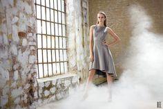 Srebrzysta, pikowana suknia z piankowego materiału. Silvery, quilted dress made of foam material. http://www.bee.com.pl/e-sklep/