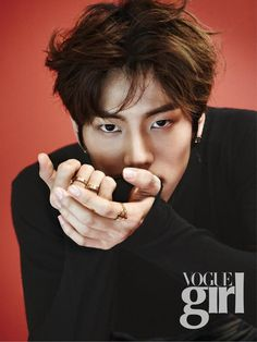 Dongwoo-- handdssssss........  Those hands are f'ing luscious... Those eyes... Hair..  this pic is male perfection..