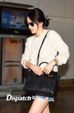 Song Hye-kyo airport with Hermes Black Kelly bag Korean Actresses, Korean Actors, Fashion 2020, Star Fashion, Airport Fashion, Korean Star, Korean Girl, Song Hye Kyo Style, Songsong Couple