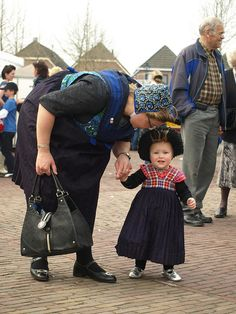 200 year Staphorst by Hotfield, via Flickr #Overijssel #Staphorst Thats All Folks, My Heritage, Mother And Father, Mothers Love, Traditional Dresses, Folklore, Netherlands, Baby Strollers, Harem Pants