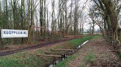 Het spandoek hangt bij hindernis 16, zwevende balk sloot gesponsort door Koopplein Midden-Drenthe. Deelnemers van de Stokertje Survivalrun Westerbork heel veel succes morgen!  http://koopplein.nl/middendrenthe/634671/survival-run-westerbork-19-januari-2014.html