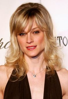 Teri Polo medium-length layered haircut