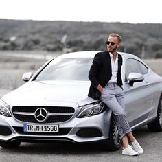 Log in - I wish you a great Sunday! What have you done beautifully? I applied today as a brand ambassador to - Photo Pose For Man, Stylish Photo Pose, Car Senior Pictures, Stylish Men, Men Casual, Foto Cars, Best Poses For Men, Car Poses, Mens Photoshoot Poses