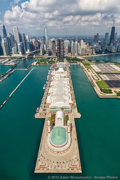Aerial view of the Navy Pier in Chicago, Illinois. Chicago Travel, Chicago City, Travel Usa, Chicago Illinois, Milwaukee City, Chicago Usa, Chicago Skyline, Chicago Trip, Chicago Lake