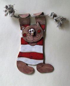 Kočka+na+provaze+Keramická+kočka+na+šnůře+o+výšce+25+cm,+/+lze+udělat+i+dvojici+s+nápisy+/+svatba+/,+v+různých+barevných+kombinacích.