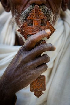 Ethiopie du nord: le baiser. by claude gourlay
