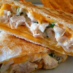 Crispy Chicken Wraps…Now this is something anyone could make! Crispy Chicken Wraps…Now this is something anyone could make! Think Food, I Love Food, Good Food, Yummy Food, Crispy Chicken Wraps, Great Recipes, Favorite Recipes, Food Porn, Deli Sandwiches