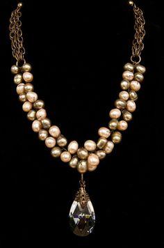 Les perles sont attachées l'une à l'autre et entre les rangs. Nice