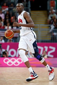 Kevin Durant of United States moves the ball against France in the Men's Basketball Game on Day Kevin Durant Basketball, Team Usa Basketball, Olympic Basketball, Basketball Moves, Houston Basketball, Girls Basketball Shoes, Football, Us Olympics, Summer Olympics