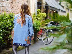 Şal desen patchli denim ceket Tunic Tops, Women, Fashion, Quilt Block Patterns, Moda, Fashion Styles, Fashion Illustrations, Woman