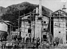 Bogota _Cervecería Bavaria 1890 - Foto: Bavaria Japan Spring, Bavaria, New Pictures, Spring Time, Antiques, Painting, History Of Beer, Bogota Colombia, Old Photography