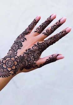 Searching for best mehndi or henna designs to copy right now? See here amazing designs of henna for beautiful hands in Searching for best mehndi or henna designs to copy right now? See here amazing designs of henna for beautiful hands in Indian Mehndi Designs, Henna Art Designs, Stylish Mehndi Designs, Bridal Henna Designs, Mehndi Design Photos, Mehndi Designs For Fingers, Beautiful Mehndi Design, Latest Mehndi Designs, Tattoo Designs