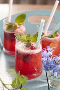 So wird die beste Erdbeer Limonade für den Sommer gemacht! Liebslingsgetränke für die heißen Tage von Tastesheriff!!