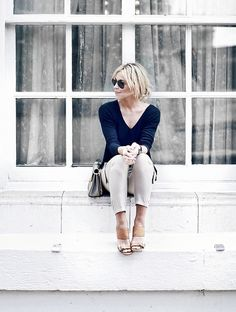 Mary from Happily Grey in Ann Taylor Linen Tunic, Soft Cargo, and Leather Wedges. #bloggerstyle #easyspringoutfits #effortlessstyle #softpant #coolcargopant