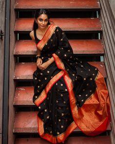 Simple But Stunning Saree Idea :- Wanderlust Fashion Dress Indian Style, Indian Dresses, Indian Wedding Outfits, Indian Outfits, Sari Dress, Dress Up, Saree Poses, South Indian Sarees, Kerala Saree