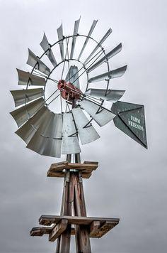 Farm Windmill Farm Friends (c) Laura Duhaime Photography Found in farms across New England. Wooden Windmill, Farm Windmill, Country Living Decor, Old Windmills, Farm Photography, Travel Photography, Water Mill, Water Tower, Wind Power