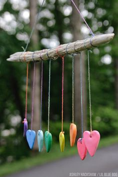 Rainbow Heart Wall Hanging - Crayola Model Magic Summer Project - Summer Project Ideas - DIY Wind Chimes and Wall Hanging with rainbow Twine Clay Projects, Clay Crafts, Crafts To Do, Crafts For Kids, Twine Crafts, Magic Crafts, Wood Projects For Kids, Paper Crafts, Family Crafts