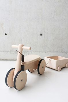 Products we like / Wooden Toy / Kids Toys / at designbinge: Wooden Bike by Taiwanese design company Rüskasa Wood 8, Real Wood, Deco Kids, Kids Bike, Wood Toys, Wood Kids Toys, Kids Toys For Boys, Girls Toys, Old Pallets