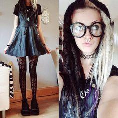 Artschool #ootd !  #gothgoth #aliengoth #stregafashion #dreads #syntheticdreads #platformshoes #demonia
