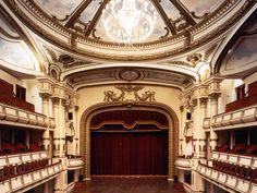 Tour to Hanoi Opera House with FOI specialist.