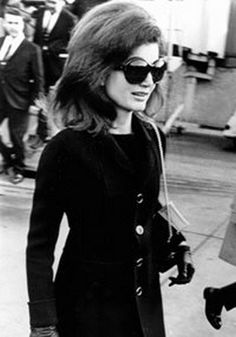 "Jacqueline Lee (Bouvier) Kennedy Onassis known as ""Jackie"" (July 1929 – May was the wife of the President of the United States, John F. Kennedy, and First Lady of the United States during his presidency from 1961 until his assassination in ❤ Jacqueline Kennedy Onassis, John Kennedy, Jackie Kennedy Style, Jaqueline Kennedy, Jackie Oh, First Ladies, Celebrities Then And Now, Jfk, Looking Gorgeous"