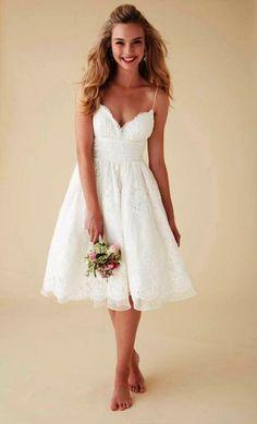 b1d3d3f1310d 9-short-wedding-dresses-ideas Civilizáció, Koszorúslányruhák, Esküvői Ruhák,