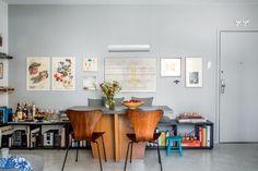 Os arquitetos cariocas Caio Calafate e Paula Daemon queriam morar bem gastando pouco. Com soluções criativas, o imóvel de 70 m² ficou prático e charmoso