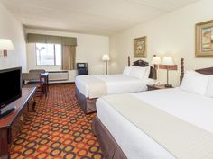 Bolingbrook (IL) Ramada Limited Bolingbrook Hotel United States, North America Stop at Ramada Limited Bolingbrook Hotel to discover the wonders of Bolingbrook (IL). Featuring a complete list of amenities, guests will find their stay at the property a comfortable one. Take advantage of the hotel's meeting facilities, laundry service/dry cleaning, car park, elevator. Ironing facilities, satellite/cable TV, hair dryer, inhouse movies, coffee/tea maker can be found in each guestro...