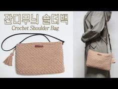 [코바늘 가방] Schultertasche mit Grasmuster von Biyeon-You . Crochet Tank, Filet Crochet, Crochet Pencil Case, Crochet Shoulder Bags, Crochet Handbags, Knitted Bags, Louis Vuitton Damier, Straw Bag, Purses And Bags