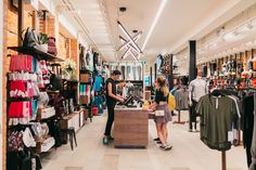 Love to shop at Lululemon? Well, here are some lululemon shopping tips and tricks to give you better shopping experience with the beloved activewear brand. Lululemon Outlet, Concept Shop, Concept Stores, Lululemon Jacket, Retail Store Design, Under Pants, New Paris, Love To Shop