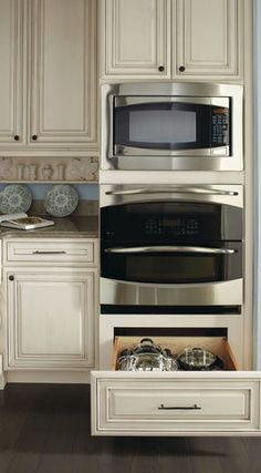 Double Oven Cabinet - traditional - kitchen cabinets - other metro - MasterBrand Cabinets, Inc. Home Kitchens, Kitchen Design, Kitchen Renovation, Kitchen Wall, Wall Oven Kitchen, Wall Oven, Traditional Kitchen Cabinets, Kitchen Layout, Kitchen Redo