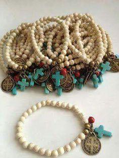 Bolos y recuerdos para Bautizo. favors for a baptism Baby Baptism, Christening, Beaded Jewelry, Handmade Jewelry, Beaded Bracelets, Cross Bracelets, Do It Yourself Jewelry, Baptism Favors, Communion Favors