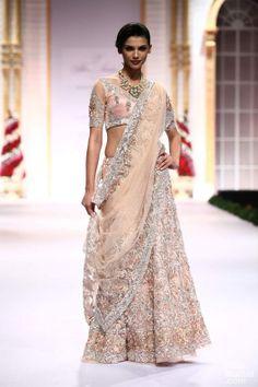 Pallavi Jaikishan & Gaurav Gupta for Day India Bridal Fashion Week Pakistani Couture, Indian Couture, Pakistani Dresses, Indian Dresses, Indian Outfits, Indian Saris, Indian Clothes, Indian Bridal Lehenga, Indian Bridal Wear