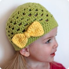Simple Crochet Bow Free Pattern that doesn't use a strand of yarn to tie the centre together.