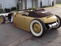 I like the rear design of this custom VW and the bobbed rear deck with Moon tank. I may have to build one of these!!! Another classic look this reminds me of is the '32 Ford's. To have the famous curved frame and even a stock VW tank mounted behind a push bar bumper would look great.