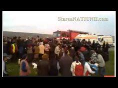 ▶ Violente la Pungesti - video (deja au murit doi oameni) SOS Pungesti, Vaslui! In momentul acesta se organizeaza un mars de solidaritate in toata tara. Din ce in ce mai multi oameni din toate orasele Romaniei se indreapta intr-acolo sa ii ajute. Transmiteti mesajul in tara ! Nu lasati masacrul asta sa se intample! http://stareanatiunii.com/macel-la-pungesti-au-venit-utilajele-chevron-video.html