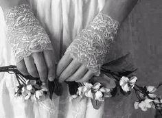 mani in fiore....