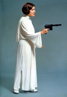 Star Wars Production still: Princess Leia (Carrie Fisher), side view of her iconic white dress. Leia Star Wars, Star Wars I, Carrie Fisher, Star Wars Characters, Star Wars Episodes, Harrison Ford, Star Wars Episodio Iv, Princess Leia Cosplay, Disfraz Star Wars