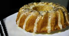 juicy and scented lemon cake with lemon icing Lemon Icing, Almond Cakes, Bagel, Doughnut, Sweet Recipes, French Toast, Cooking Recipes, Sweets, Baking