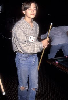 Edward Walter Furlong in 1993 Grunge Fashion, Boy Fashion, Retro Fashion, Pretty Boys, Cute Boys, Edward Furlong, Aesthetic People, Androgynous Fashion, Leonardo Dicaprio 90s